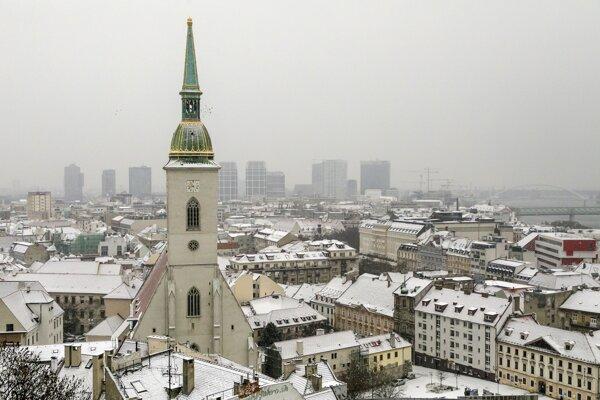 Prvé sneženie tejto sezóny v Bratislave.