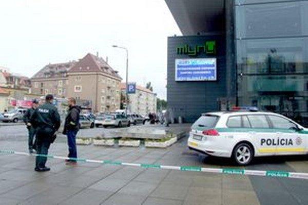 Obchodné centrum Mlyny je zatvorené, prehľadáva ho polícia.