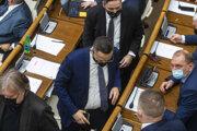 Poslanci opozičnej strany Smer.