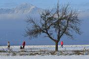 Cyklochodník zo sídliska Juh III smerom na Kvetnicu nezostáva prázdny ani v zime.
