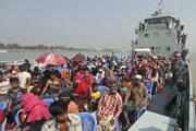 Loď prevážajúca Rohingov