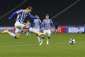 Peter Pekarík strieľa gól v zápase Hetha Berlín - Union Berlín.