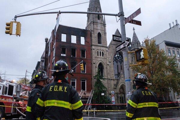 Na newyorskom Manhattane zničil v sobotu ráno požiar historický kostol.