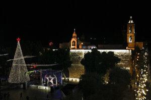 Na rozsvietení stromčeka v Betleheme sa zúčastnilo pár desiatok ľudí.