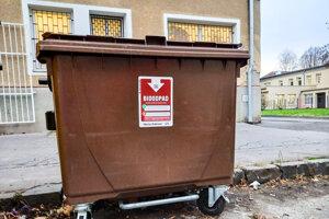 Hnedá nádoba určená na zber BRO – biologicky rozložiteľného odpadu.