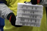 S distribúciou vakcíny už začali aj v Spojených štátoch.
