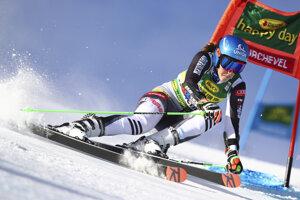 Petra Vlhová počas obrovského slalomu v Courcheveli 2020.