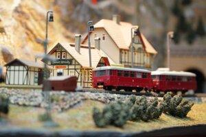 Modely vlakov zbiera, modely krajín vytvára.