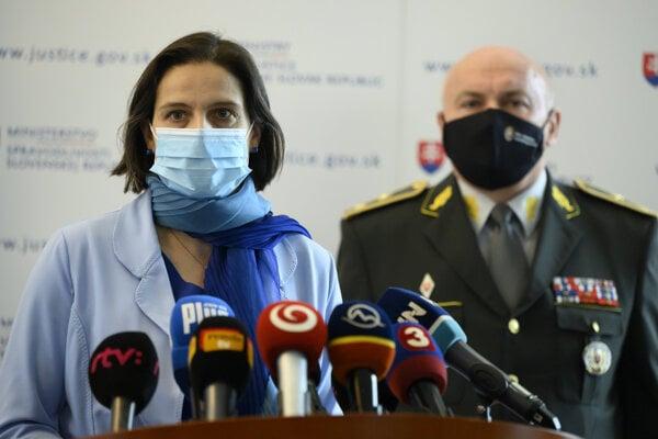 Ministerka spravodlivosti SR Mária Kolíková a bývalý generálny riaditeľ Zboru väzenskej a justičnej stráže Milan Ivan.
