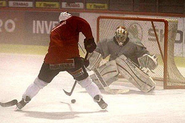 Hokejisti už majú za sebou týždeň tréningov na ľade. Ten však zatiaľ nemá ideálnu kvalitu.