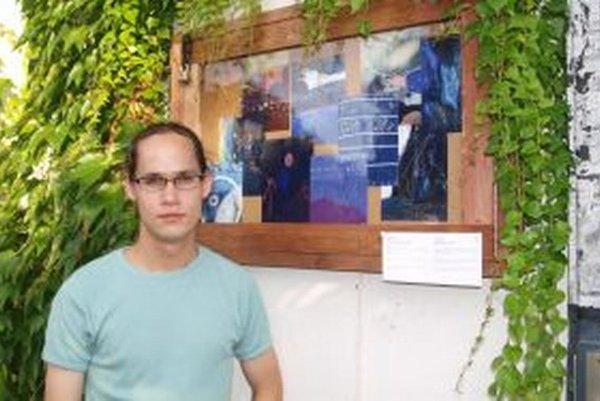 Ján Valík so svojím fotografickým projektom.