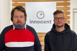 Brixi (vľavo) po odchode z politiky podniká. Jedným z jeho biznispartnerov je Kuzma (vpravo), ktorý predal testy kraju.