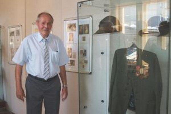 Časť výstavy tvoria exponáty zberateľa Jozefa Soukupa z Nitry.