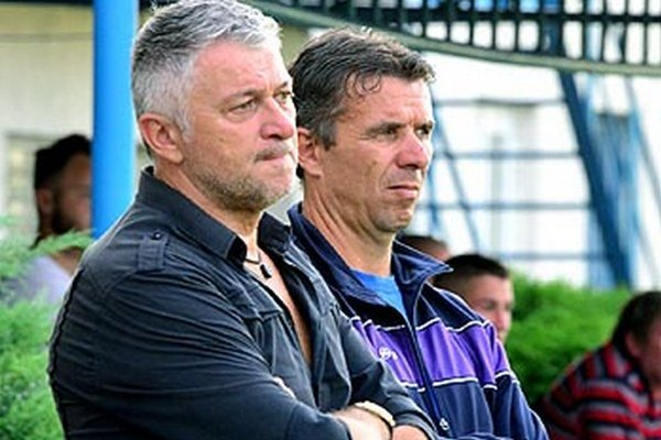Ladislav Molnár je v Šali iba jeden týždeň, keď nahradil Vladimíra Goffu, ktorý nečakane odišiel do Frýdku-Místku. Vpravo kolega z realizačného tímu Oskar Lancz.