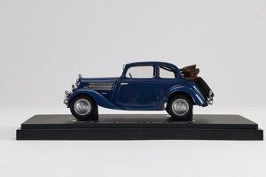 Polokabriolet Škoda Rapid 1,4 SV z roku 1936 ako zberateľský model v mierke 1:43