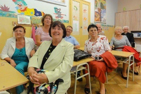 Spolužiaci si do školských lavíc v bývalej škole sadli po neuveriteľných 51 rokoch!