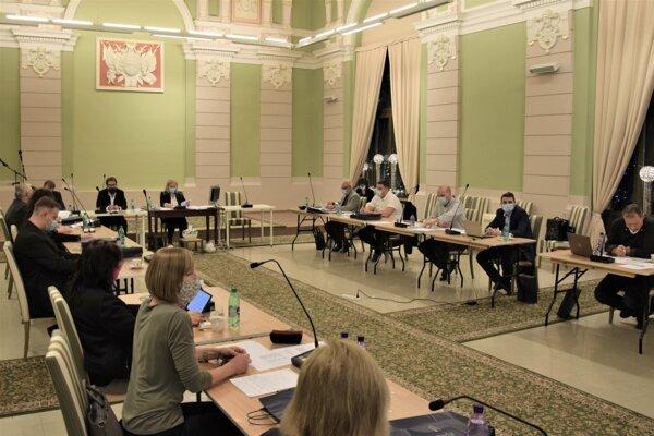 ilustračné foto - Posledné zasadnutie poslancov mestského zastupiteľstva v Lučenci pre rok 2020.