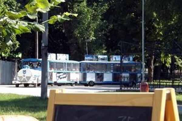 Nitriansky expres v parku.