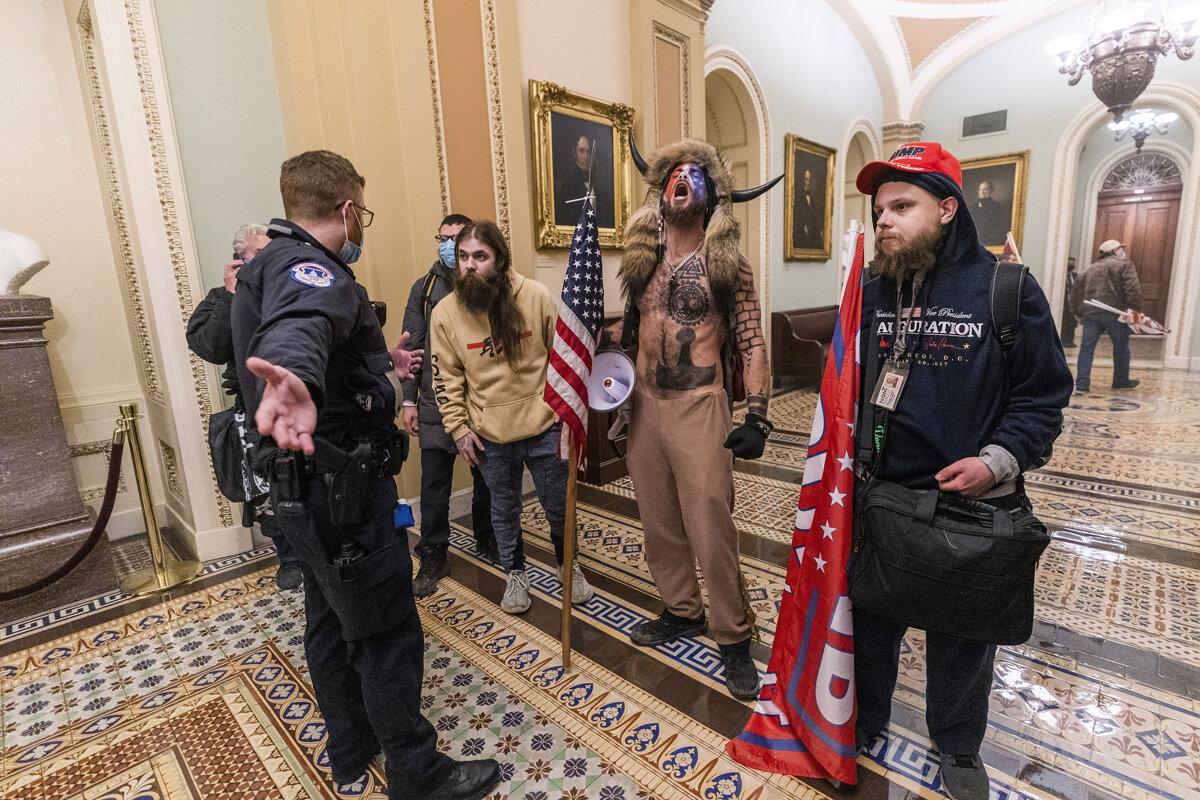 Bojujte, vyzýval Trump. Sfanatizovaný dav obsadil Kapitol, zomreli štyria ľudia