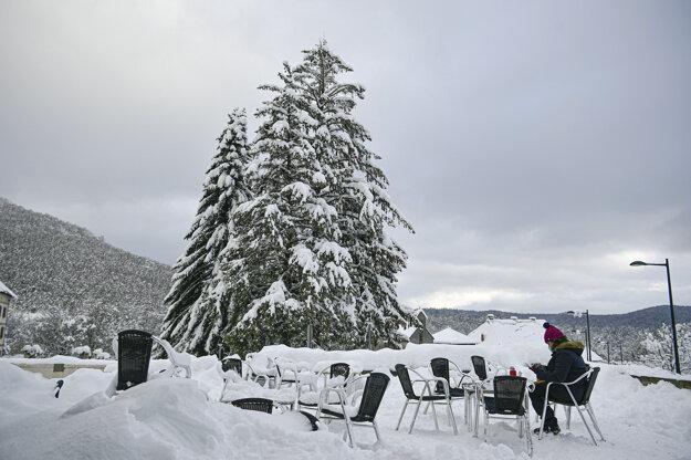 Zasnežená pyrenejská dedina  Esnotz.