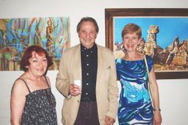 Zľava kurátorka Marta Hučková, umelec Rudolf Keimel a prekladateľka Johanna Jakabovičová.
