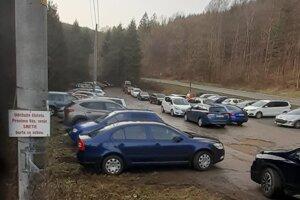Prešovská Cemjata je obľúbeným rekreačným miestom, v ostatných dňoch sa tam parkovisko zapĺňa rýchlejšie.