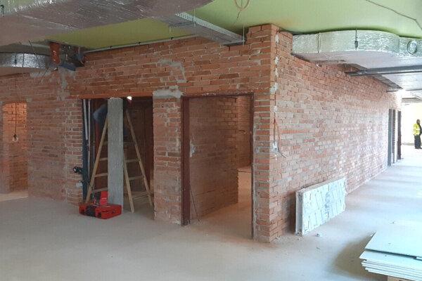 Vnútorné priestory budovaného urgentného príjmu v levickej nemocnici.