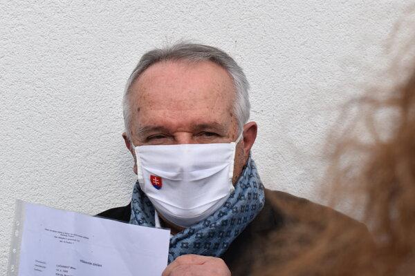 Miroslav Radačovský s údajným dôkazom.