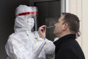 Na Slovensku prebieha celoplošné testovanie na Covid-19.