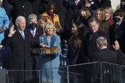 Joe Biden zložil prísahu.