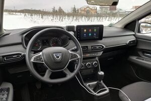 Interiér verzie Comfort má strieborné prvky aj textilný poťah na prístrojovej doske a vo dverách.