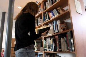 Návštevnosť krajských knižníc klesla zo 400 000 na 4 000.