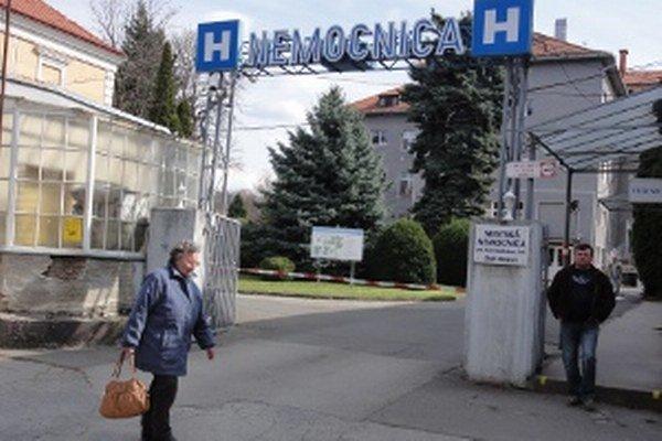 Zdravotníci z interného sú v karanténe. Hygienici vyšetrili aj ich príbuzných.