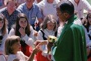 Bývalý americký biskup Joseph Hart na archívnej snímke z roku 1988.