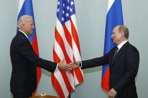 Viceprezident Biden a premiér Putin v roku 2011. Teraz sú obaja prezidentmi.