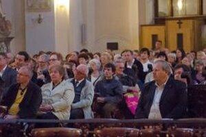 Festival ponúkne päť organových koncertov vždy v nedeľu o 19. hodine striedavo v piaristickom kostole sv. Ladislava a v evanjelickom kostole Svätého Ducha.
