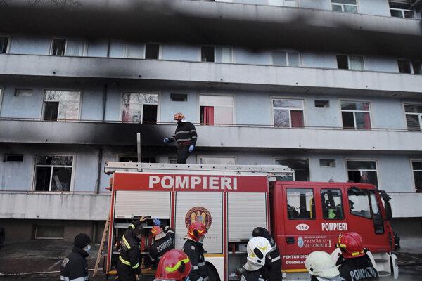 Požiar v Ústave infekčných chorôb Mateia Balša v Bukurešti vypukol na prízemí.