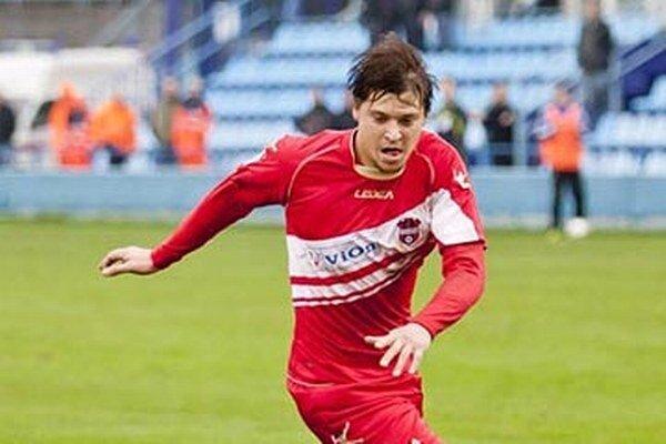 Bývalý hráč ViOnu Ľuboš Bernáth sa stal hráčom piatoligovej Šoporne, v nedeľu však ešte nehral. Trénerom dorastu Šoporne je pre zmenu jeho menovec Zoran Bernáth.