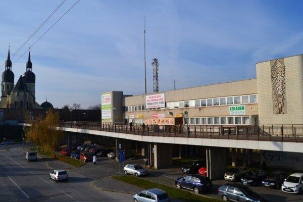 Trnavská podacia Pošta 10 sa presťahovala zo Starohájskej ulice na sídlisku Družba pri poliklinike.