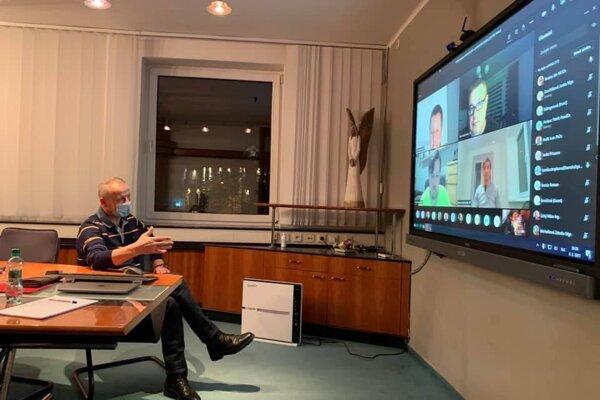 Primátor Nosko zvolal po prvom dni testovaniaa online poradu s riaditeľmi škôl