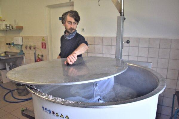 V pivovare Huncút počas varenia bazového špeciálu.