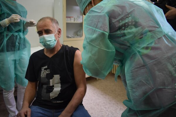 V nemocnici už zaočkovali stovky zdravotníkov