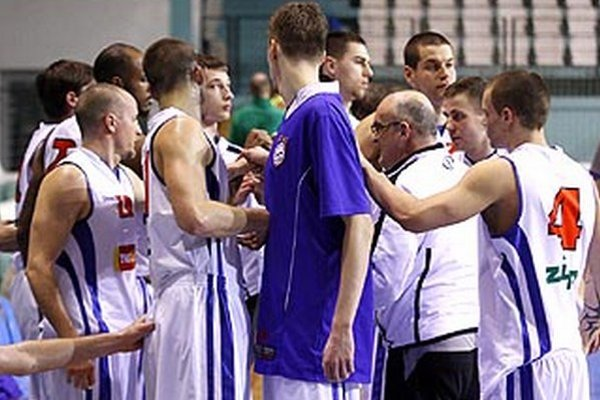 Basketbalisti Nitry postúpili do finále pohára.