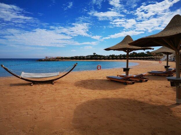 Život v Hurghade funguje v bežnom režime, obmedzenie cestovania vidieť najmä na prázdnych plážach