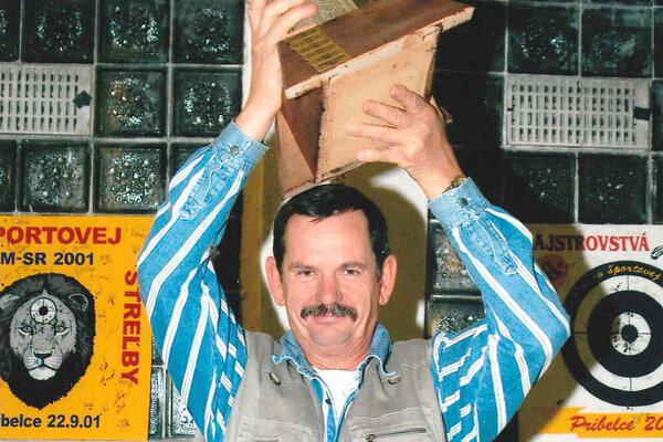 František Liptai získal na streleckých súťažiach množstvo úspechov. Snímka je z M-SR veteránov 2009.