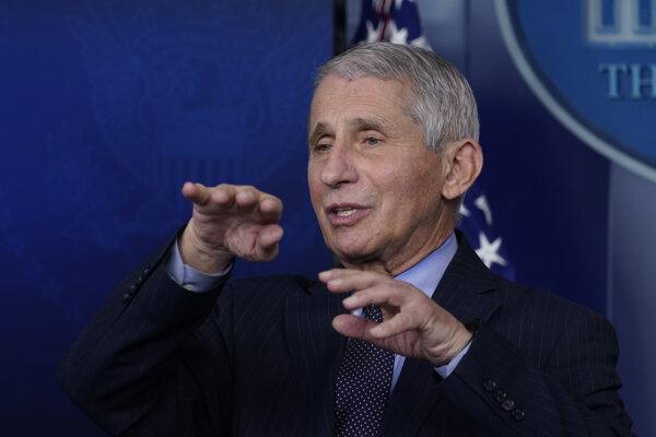 Imunológ a hlavný zdravotnícky poradca prezidenta Joea Bidena Anthony Fauci.