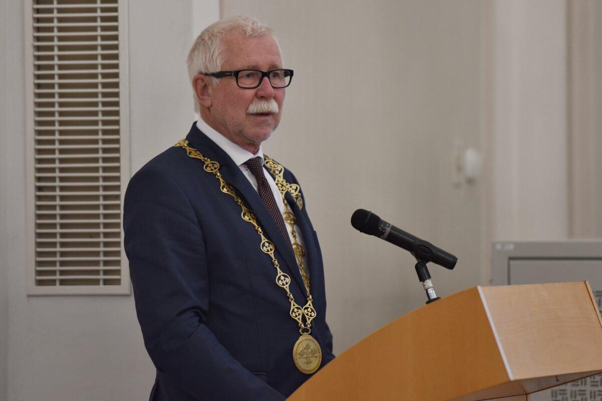 Poslanci odobrili zákony, ktoré pomôžu transformácii Slovenskej akadémie vied - SME