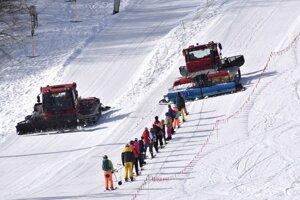 Jarné prázdniny na Jahodnej. Nová metóda dopravy lyžiarov na svah funguje napríklad v Česku aj inde na Slovensku.