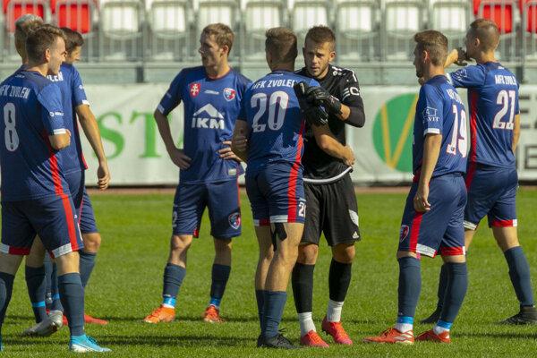 Kapitán Zvolenčanov Ján Vaník (v čiernom) bonzoval na svojich spoluhráčov.