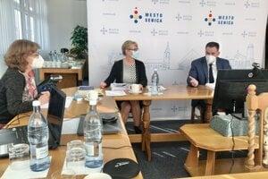 Online zasadnutie mestského zastupiteľstva.